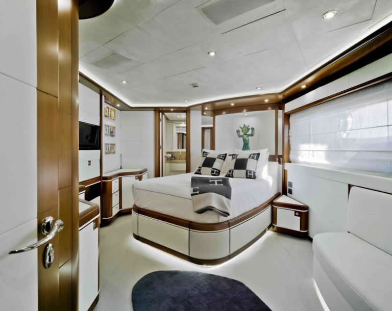 Bunker-CRN-40m-yacht-sale-VIP