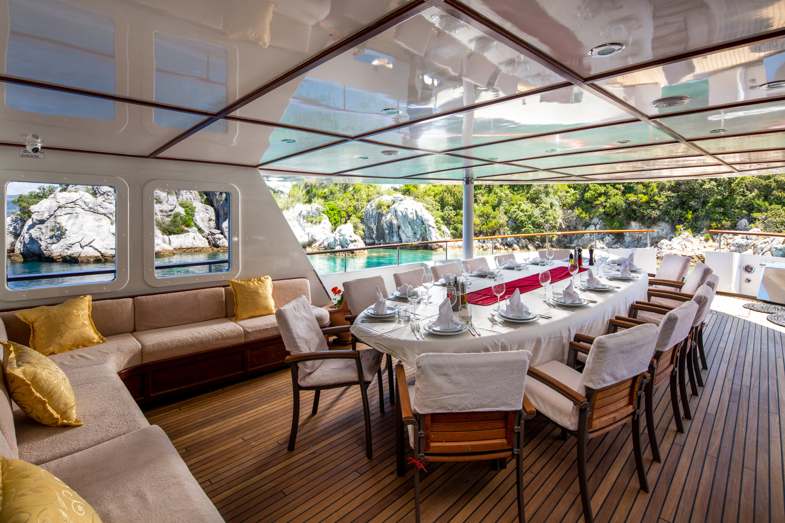 Donna-Del-Mare-Aegan-Yacht-For-Charter-Outdoor-Dining