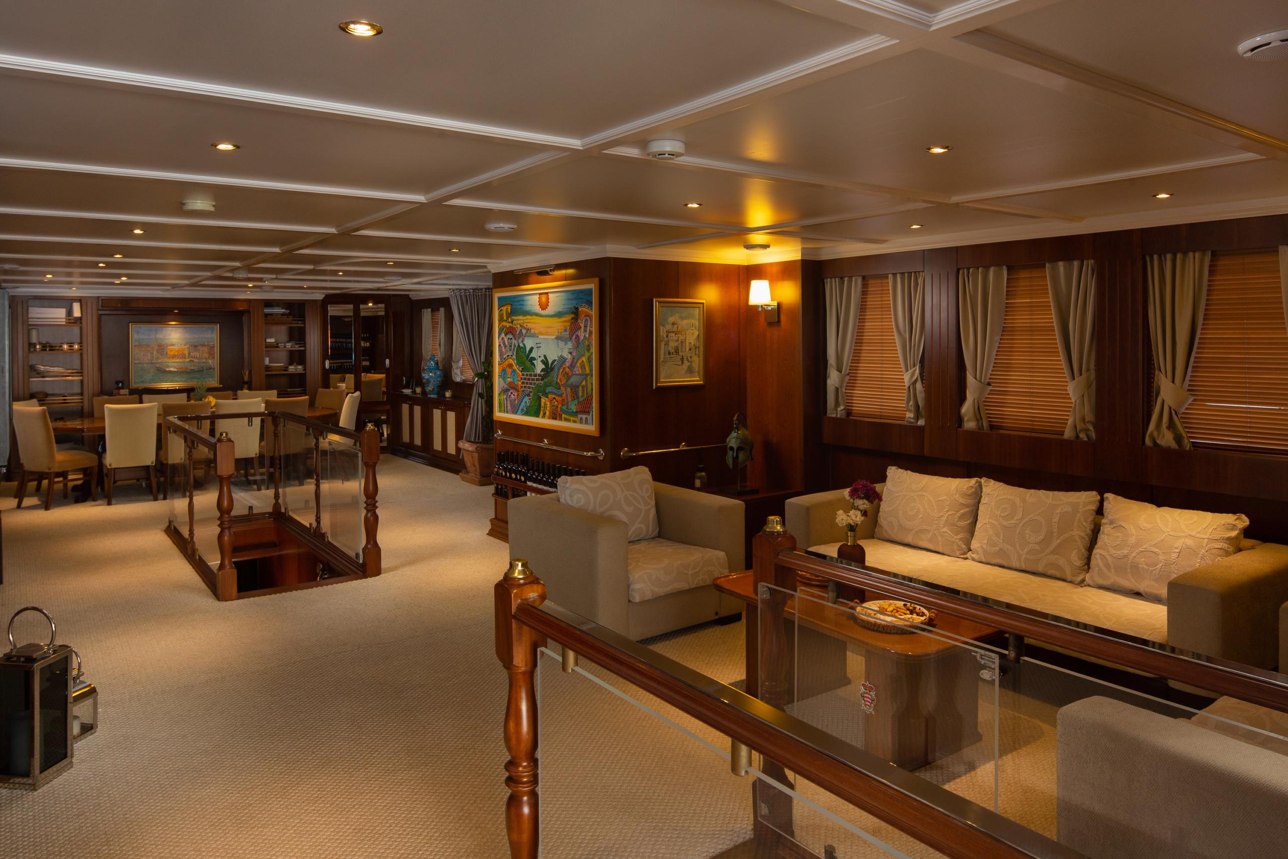 Donna-Del-Mare-Aegan-Yacht-For-Charter-Salon1