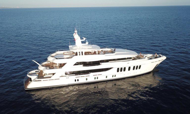 Liquid-Sky-CMB-yacht-profile