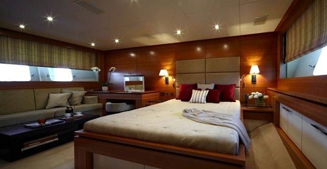 Yacht Arion VIP below