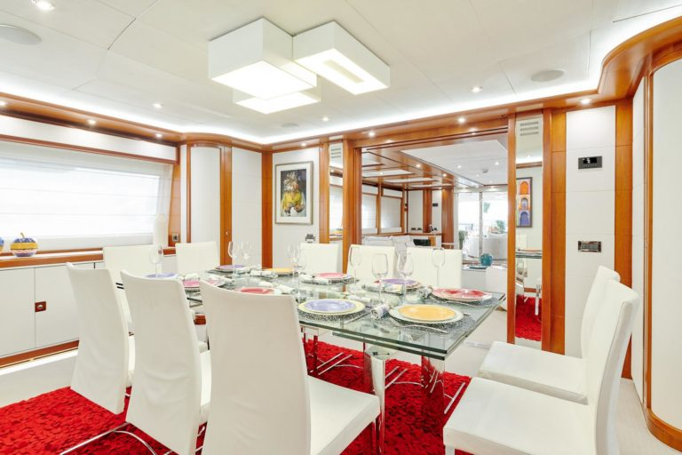 Bunker-CRN-130-yacht-dining-room